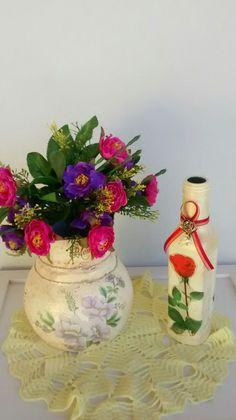 Artesanato sustentável!! Moringa velha e garrafa de azeite decoradas por mim.  By Ateliê Sonho de Arte.  @sonhodearteatelie