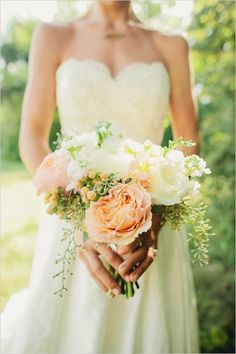 peach and white bouquet by LMA Designs #peachbouquet #tennesseewedding #weddingchicks http://www.weddingchicks.com/2013/12/27/family-affair-wedding/