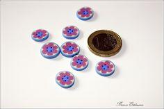 Einzigartige Knöpfe    Form: rund  Farben: beige, hellblau, rosa  Material: Polymer Clay  Durchmesser: ca. 1 cm   Dicke: 0,2 cm  Löcher: 4    Hinweis: