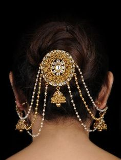Golden Hair Pin With Jhumki India Jewelry, Hair Jewelry, Fashion Jewelry, Indian Bridal Hairstyles, Best Wedding Hairstyles, Indian Wedding Jewelry, Bridal Jewelry, Golden Hair, Bridal Hair Accessories