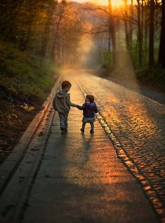 long way together. by Elena Shumilova Photography Wow Art, Precious Children, Belle Photo, Children Photography, Cute Kids, Family Photos, Beautiful Pictures, Around The Worlds, Country Roads