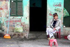 Hanoi graffiti. Phonenumbers of handymen.