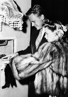 "Judy Garland and Van Johnson ""dating"" at the Mocambo Hooray For Hollywood, Hollywood Icons, Golden Age Of Hollywood, Vintage Hollywood, Hollywood Stars, Classic Hollywood, Hollywood Images, Hollywood Party, Vintage Vogue"