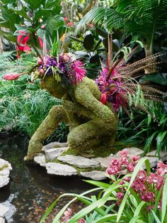Get inspired with the many ways to decorate your yard with fantastic topiary garden ideas, each with their charm. Amazing Gardens, Beautiful Gardens, Beautiful Flowers, Unique Garden, Topiary Garden, Topiary Trees, Moss Garden, Garden Pond, Enchanted Garden