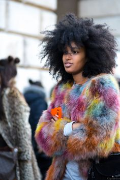 Fashion editor and street style star Julia Sarr-Jamois on The Strand in London wearing a fabulous multi-color fur jacket that's as haphazard as her gorgeous hairstyle. (Photo by Mike Adrell/flypublic) Julia Sarr Jamois, Mode Statements, Curly Hair Styles, Natural Hair Styles, Pelo Afro, Pelo Natural, Fur Fashion, Fashion Moda, Fashion Clothes