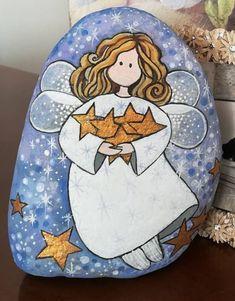 Christmas Pebble Art, Christmas Rock, Christmas Angels, Stone Art Painting, Pebble Painting, Rock Painting Patterns, Rock Painting Designs, Stone Crafts, Rock Crafts
