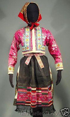 Woman's folk costume from Vazec, Slovakia - heavy pleated blueprint skirt Folk Costume, Costumes, Embroidered Apron, Vintage Closet, Folk Art, Paisley, Trending Outfits, Skirts, Pink