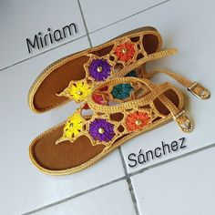 Knit Shoes, Crochet Shoes, Crochet Slippers, Cute Crochet, Beautiful Crochet, Crochet Crafts, Knit Crochet, Crochet Barefoot Sandals, Crochet Baby Sandals