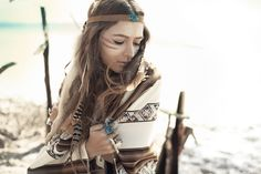 Love Native American stuff, turquoise, and feathers :)