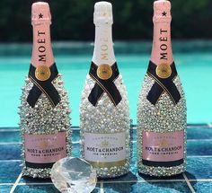 Hochzeitsgeschenke crafts for birthday Alcohol Bottle Decorations, Liquor Bottle Crafts, Diy Bottle, Glitter Champagne Bottles, Bling Bottles, Bedazzled Bottle, Moet Chandon, Decorated Liquor Bottles, 21st Bday Ideas