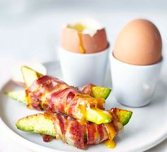 Soft-Boiled eggs with pancetta avocado soldiers Vegan Recipes With Nutritional Yeast, Breakfast Cafe, Breakfast Ideas, Brunch Ideas, Bed Recipe, Eggs And Soldiers, 10 Minute Meals, Healthy Snacks, Healthy Recipes