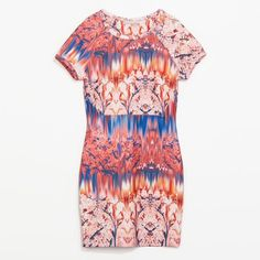 Neoprene printed dress Neoprene printed dress from Zara, size medium. It has some stretch and I would say this would fit a size 4-6.  So cute!  All proceeds of my Poshmark closet will be donated to my local animal shelter  Zara Dresses