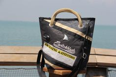 Borsa in vela da regata con inserti in vela kitesurf e dettagli originali    #handmade #bag #borsa #sailbag #borsavela #unique #artigianale #madeinitaly #bolina #sail #vela #lignano #kitesurf