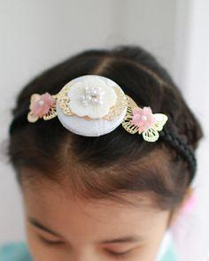 image Korean Traditional, Traditional Art, Fish Costume, Modern Hanbok, Love Languages, Korea Fashion, Pearl Hair, Korean Women, Hair Band