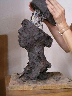 How to empty a floor before cooking? Sculpture Head, Concrete Sculpture, Sculptures Céramiques, Pottery Sculpture, Clay Art Projects, Sculpture Projects, Ceramics Projects, Ceramic Studio, Ceramic Art