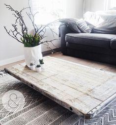 &SUUS | Nieuw in de shop: Stoere salontafel | ensuus.blogspot.nl | for sale industrial wooden coffee table