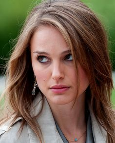 "Natalie Portman in ""No Strings Attached"" such a cute haircut Beautiful Natalie Portman, Natalie Portman Black Swan, Natalie Portman Hot, Nathalie Portman, No Strings Attached, Celebrity Photos, Gorgeous Women, Beautiful Celebrities, Natural Hair Styles"