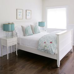 Totally inspired to do my guest room now! With a pop of coral! Og and those bedside lamps. House of Turquoise: Mabley Handler Interior Design House Of Turquoise, Bedroom Turquoise, Turquoise Accents, Coastal Bedrooms, Shabby Chic Bedrooms, Blue Bedrooms, Beach Interior Design, Interior Ideas, Home Staging Tips