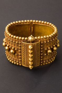 Gold bangle bracelet with micro-granulation and applied elements from Tamil Nadu, south India. Beginning of 22 carat gold. Tribal Jewelry, Indian Jewelry, Gold Jewelry, Jewellery Box, Ancient Jewelry, Antique Jewelry, Vintage Jewelry, Antique Gold, Gold Bangles