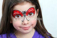 chica bonita con pintura de la cara de una mariquita — Imagen de stock #21146747
