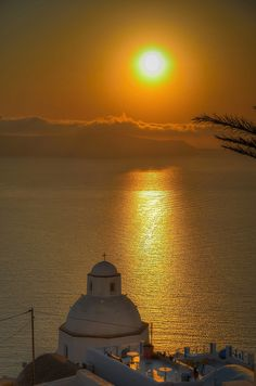 Golden sunset in Santorini ~ Greece  -- Going to #NYC? www.goldsuites.com for the best #travel #vacationrentalsnyc