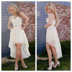 Vestido de novia corto, sencillo y elegante