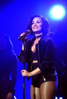 lovatoweb: Demi Lovato performing at Kiss 108 Jingle Ball in Boston - December [HQ's] Demi Lovato Body, Demi Lovoto, Divas, American Singers, Queen, Music Artists, Role Models, My Idol, Sexy
