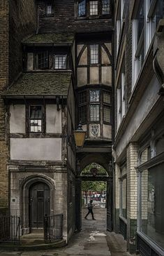Old London . - Old London architecture design Surrender yours - Old London, London Pubs, London City, London Style, Vintage London, Streets Of London, Old Street London, Victorian London, London Places