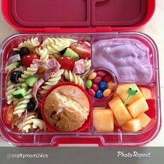 Yumbox panino (using silicon cup to make extra compartment) Kids Packed Lunch, Kids Lunch For School, Healthy Lunches For Kids, Toddler Lunches, Kids Meals, Healthy Snacks, Healthy Eating, Healthy Recipes, Lunch Box Recipes