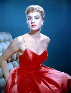 Atrizes usando vestidos vermelhos - Cinema Clássico Hollywood Vintage, Hollywood Fashion, Old Hollywood Glamour, Golden Age Of Hollywood, Hollywood Stars, Classic Hollywood, Shirley Jones, Yvonne Craig, Love Vintage