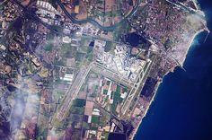One of my favourite destinations in the world: Rome's main airport, Fiumicino (LIRF/FCO) / Une de mes destinations préférées dans le monde : l'aéroport international Rome-Fiumicino (LIRF/FCO) 🇮🇹 ✈️ #ESA #astronaut #pilot #view #airportfromspace #rome #italy #europe #earth #earthpics #earthphotography #earthfromabove #earthfromspace #space #instaspace #ISS #expedition50 #mission #proxima
