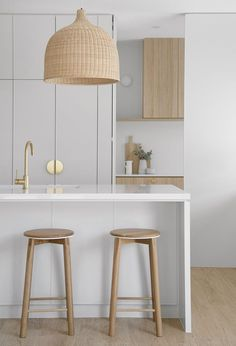 A white kitchen with Rattan pendant lights are the perfect way to create a Coastal feel in your home Rattan Pendant Light, Kitchen Pendant Lighting, Kitchen Pendants, Coastal Kitchen Lighting, White Coastal Kitchen, White Oak Kitchen, Coastal Kitchens, White Pendant Light, Cocina Office