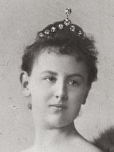 big #Diamond #Tiara version 1 worn by Queen Wilhelmina of the Netherlands. Dutch #RoyalTiara