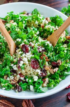 Cranberry Kale Quinoa Salad with Candied Pecans and Feta: this healthy winter salad is fresh and delicious, perfect for the upcoming holiday season!