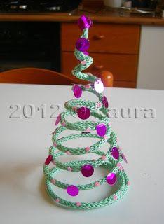 Laura fa: Alberello Natale in tricotin