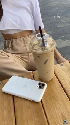 Cream Aesthetic, Aesthetic Coffee, Brown Aesthetic, Aesthetic Food, Bebidas Do Starbucks, Think Food, Insta Photo Ideas, Instagram Story Ideas, Instagram Outfits