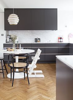 Beautiful kitchen. Aalto A331 Beehive ceiling lamp by Artek. Photo by Amelia Widell / Lovely Life.