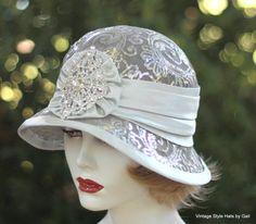 Été chapeau cloche, Sinamay Chapeau, mariage, chapeau avec des paillettes, Argent Chapeau avec strass, 20s Party Chapeau, Fancy Chapeaux