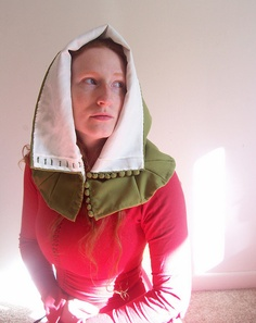 14th Century London Liripipe Hood by Ragnvaeig - with detailed notes and lots more pictures.