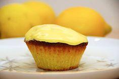 Citronmåne muffins - opskrift på små citronmåner - Madens Verden Vegan Scones, Scones Ingredients, Danish Food, Eat Smart, Mini Muffins, Love Cake, Four, Mini Cakes, Yummy Cakes