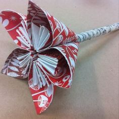 Make adorable flower pens.