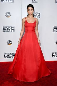 Selena Gomez Pulls Out Her Most Glamorous Red Carpet Look Yet at the AMAs