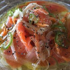 スモークサーモンのマリネ Japanese Food, Japanese Recipes, Fish And Seafood, Thai Red Curry, Salmon, Food And Drink, Meals, Chicken, Cooking