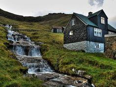 Деревня стала известной после этой фотографии, сделанной фотографом Гареттом Коддом (Gareth Codd) в 2009 году.