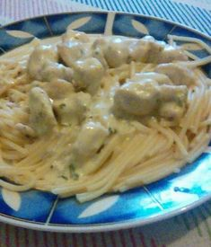 Sýrovo-smetanové špagety s kuřecím - není nic lepšího, oslňující večeře hotová za 30 minut! - Eastern European Recipes, Spaghetti, Food And Drink, Pasta, Yummy Food, Chicken, Dinner, Ethnic Recipes, Food And Drinks