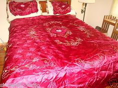 1950s bedspreads - Google Search 50s Bedroom, Girls Bedroom, 1950s Era Fashion, Hollywood Homes, Bed Spreads, Comforters, Blanket, Furniture, Google Search