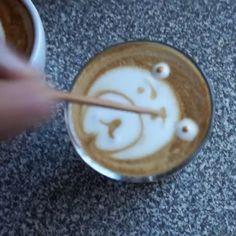 Heheheh well my kids ask me to make it ... so I did it in easy way , nothing fancy but still looks good 😬  اطفالي بدهم شي جديد يتناسب معهم ... 😀😀😀😁😁🐻🐻🐻 #latteart #latte#coffee#cafe#kahvi#espresso#barista#homebarista#cappuccino #coffeetime#قهوتي #قهوة #قهوه #kahvihetki #aamukahvi #finnishboy#helsinki#suomi#coffeebreak #اسبريسو #باريستا#صباح_الخير #لاتية#دبي#الامارات #كوفي#قهوتنا#animegirl