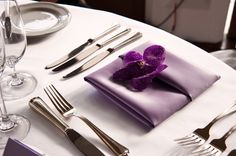 lavender and purple table setting with floral accent -  Honolulu destination wedding photo by top Hawaiian wedding photographer Derek Wong