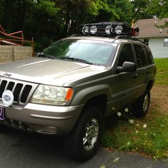 Lifted Jeep Grand Cherokee...Love the roof basket...I Want One for my Yakima Rack !!!