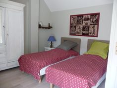Chambre de l'étage avec doublette de lit simple